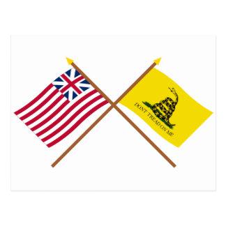 Unión y banderas magníficas cruzadas de Gadsden Tarjeta Postal