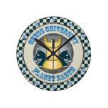 Universidad del ajedrez en emblema de la tierra de relojes
