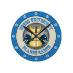 Universidad del ajedrez en emblema de la tierra de reloj