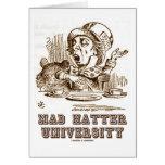 Universidad enojada del sombrerero (país de las ma felicitacion