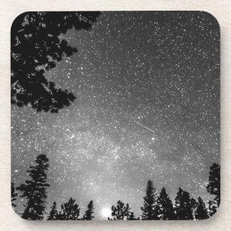 Universo estelar oscuro posavasos de bebida