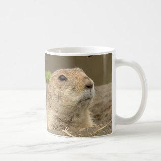 Uno al año, día de la marmota taza básica blanca