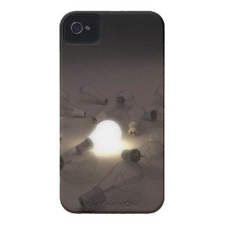 Uno encendió la bombilla entre la otra bombilla Case-Mate iPhone 4 funda