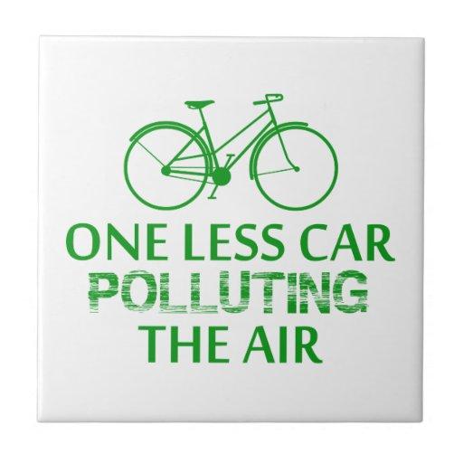Uno menos coche que contamina el aire teja  ceramica