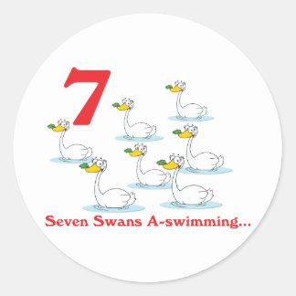 uno-natación de 12 cisnes de los días siete pegatina redonda