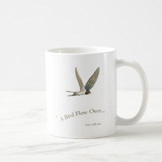 Uno-Pájaro-Volar-Sobre Taza Básica Blanca
