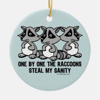 Uno por uno los mapaches adorno navideño redondo de cerámica