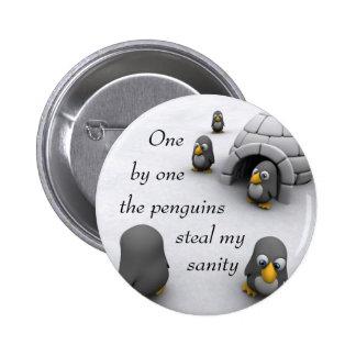 uno por uno los pingüinos roban mi cordura pin redondo 5 cm