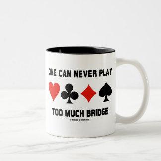Uno puede nunca jugar demasiado puente (los juegos taza de dos tonos