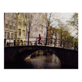 Uno puentes de Amsterdam de los casi 1.300 que cru Postales