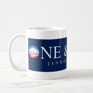 Uno y taza hecha de Obama