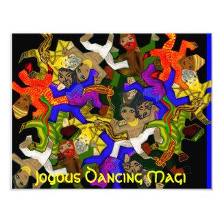 Unos de los reyes magos felices del baile - Tessel Cojinete