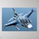Upclose HD del halcón que lucha F-16 Poster