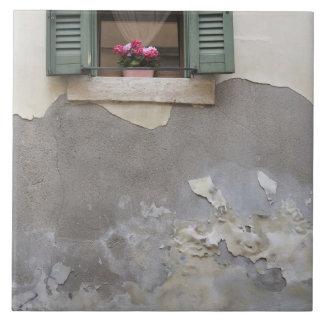 Urban decay tile