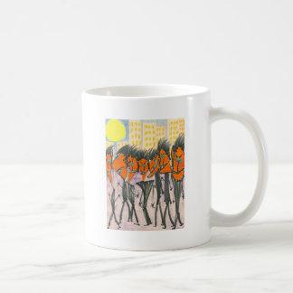 Urbanites anaranjados con las cabezas del triángul tazas de café