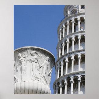 Urna grande al lado de la torre inclinada de Pisa, Poster