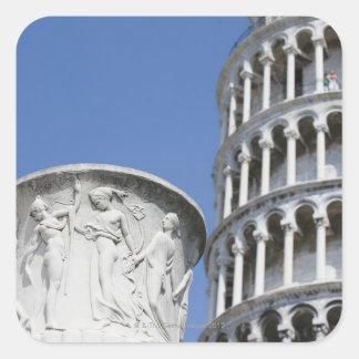 Urna grande al lado de la torre inclinada de Pisa Calcomanías Cuadradas Personalizadas