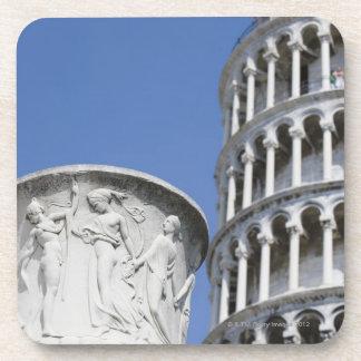Urna grande al lado de la torre inclinada de Pisa, Posavasos De Bebida