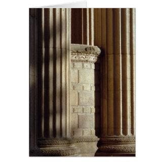 Urna y columnas tarjeta de felicitación