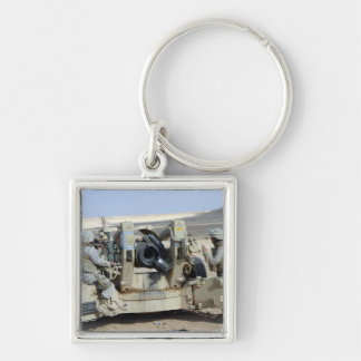 US Marines prepare to fire a howitzer Keychain