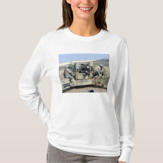 US Marines prepare to fire a howitzer T-Shirt