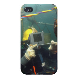 US Navy Diver welds a repair patch iPhone 4/4S Covers