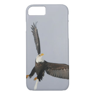 USA, Alaska, Homer. Bald eagle upside down start iPhone 8/7 Case
