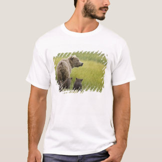 USA, Alaska, Lake Clark National Park. Grizzly T-Shirt