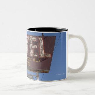 USA, Arizona, Winslow, Old-fashioned motel sign Mug