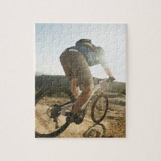 USA, California, Laguna Beach, Mountain biker Puzzle