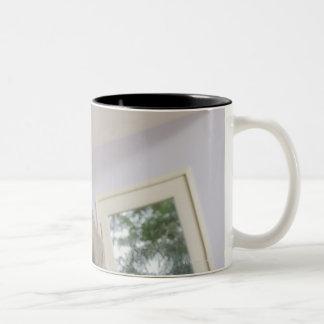 USA, California, Los Angeles, expectant mother Two-Tone Coffee Mug