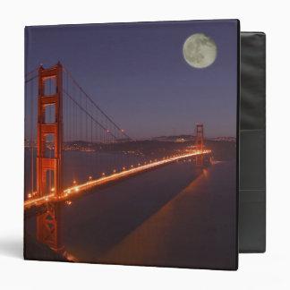 USA, California, Marin. Moonrise above the Binder