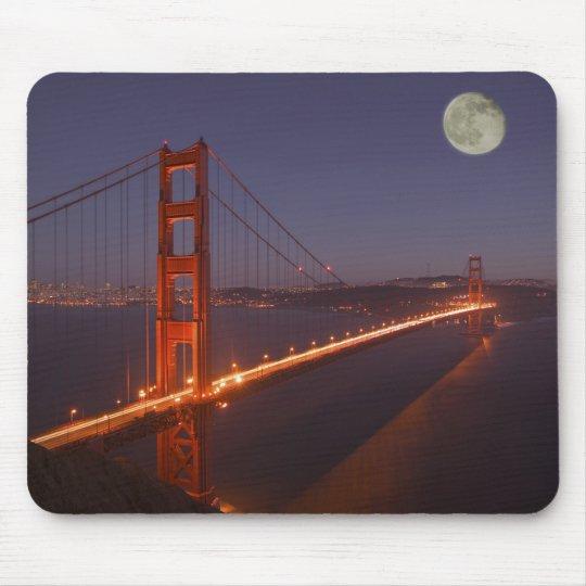 USA, California, Marin. Moonrise above the Mouse Pad