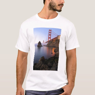 USA, California, San Francisco. Golden Gate T-Shirt