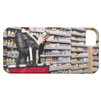USA, California, San Rafael, Woman shopping in iPhone SE/5/5s Case