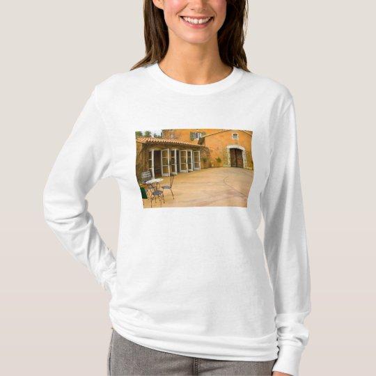 USA, California, Sonoma Valley, Patio at Viansa T-Shirt