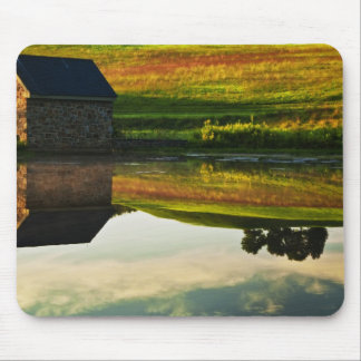 USA, Delaware, Wilmington. Stone barn on edge Mouse Pad