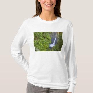 USA, Eagle Creek, Columbia Gorge, Oregon. 2 T-Shirt