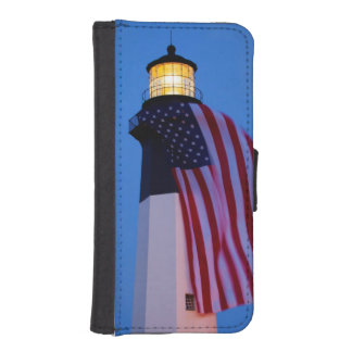 USA, Georgia, Tybee Island, Flag Flying 2 iPhone SE/5/5s Wallet Case