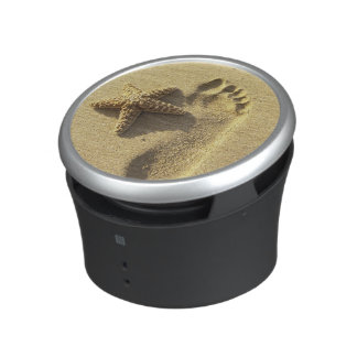 USA, Hawaii, Maui, Makena Beach, Footprint and Bluetooth Speaker
