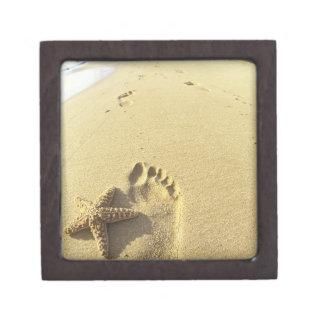 USA, Hawaii, Maui, Makena Beach, Footprint and Jewelry Box