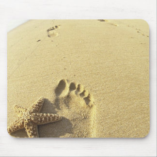 USA, Hawaii, Maui, Makena Beach, Footprint and Mouse Pad