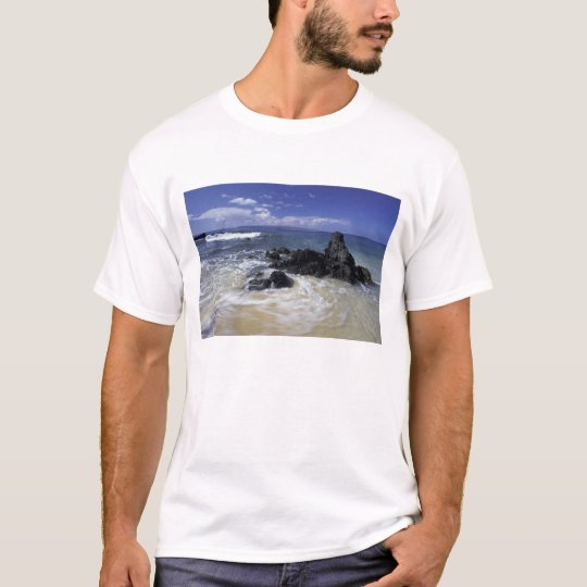 USA, Hawaii, Maui, Maui, Makena Beach, Surf on T-Shirt
