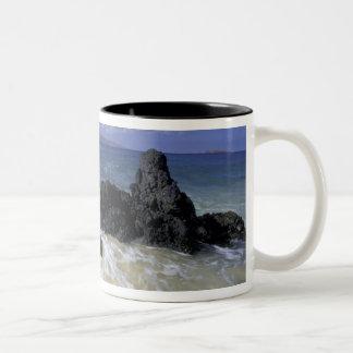 USA, Hawaii, Maui, Maui, Makena Beach, Surf on Two-Tone Coffee Mug