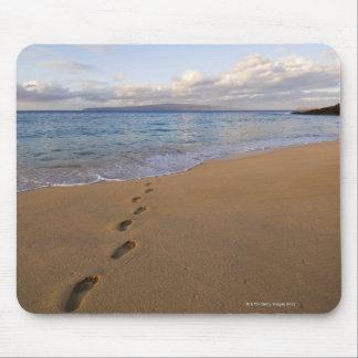 USA, Hawaii, Maui, Wailea, footprints on beach 2 Mouse Pad