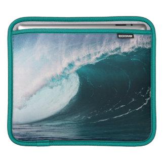 USA, Hawaii, Oahu, Large waves iPad Sleeve