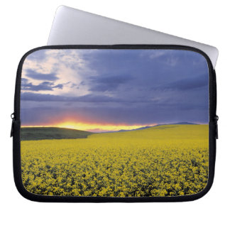 USA, Idaho, Swan Valley. A fiery sunset erupts Laptop Sleeves