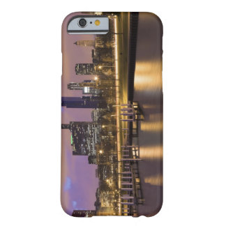 USA, Illinois, Chicago, City skyline and marina Barely There iPhone 6 Case