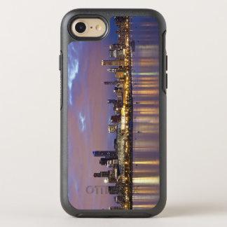 USA, Illinois, Chicago, City skyline over Lake 5 OtterBox Symmetry iPhone 8/7 Case