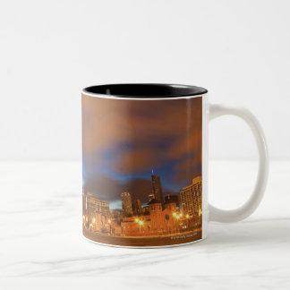 USA, Illinois, Chicago, City skyline over Lake Mugs